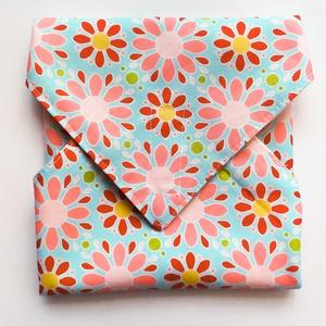 """Újraszalvéta, szendvics csomagoló, rózsaszín virágok világoskék alapon, Táska & Tok, Uzsonna- & Ebéd tartó, Szendvics csomagoló, Ez az újraszalvéta avagy szendvics csomagolás segít kiváltani a """"hagyományos"""", eldobható csomagoló a..., Meska"""