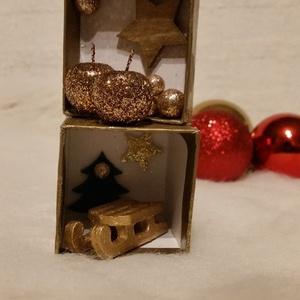 Karácsonyi arany dobozka, Dekoráció, Otthon & lakás, Ünnepi dekoráció, Mindenmás, 4,5 *9,5 cm papír alapú doboz Karácsonyi hangulatba öltöztetve., Meska