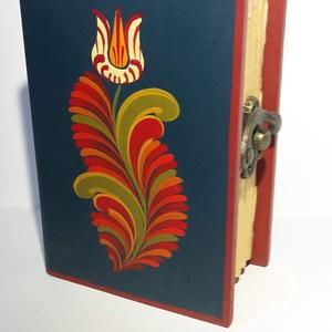 Könyvdoboz, Otthon & lakás, Festett tárgyak, Fából készült, festett könyvdoboz.\nBelseje piros filccel bélelve.\nMérete: 11*7*4,5 cm\n, Meska