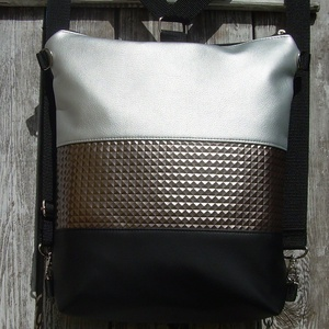 CITY BAG HÁTIZSÁK/OLDALTÁSKA : Metálos elegancia ezüsttel 3., Táska, Táska, Divat & Szépség, Egyéb, Hátizsák, Válltáska, oldaltáska, Varrás, \n\nSokak kérésére mostantól végre készülnek olyan táskák is, amik válltáskák, oldaltáskák és hátizsák..., Meska