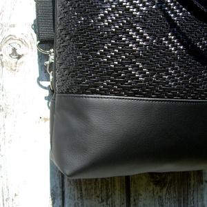 CITY BAG HÁTIZSÁK/OLDALTÁSKA/VÁLLTÁSKA : Fekete elegancia szőtt hatású bőrrel  - táska & tok - hátizsák - Meska.hu