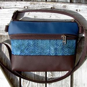 MINI CITY  BAG/ÖVTÁSKA : Variációk batikra barnával és kékkel , Táska, Divat & Szépség, Táska, Válltáska, oldaltáska, Neszesszer, Varrás, KÉSZLETEN VAN! :)\n\nKözkívánatra újra készülnek olyan kis táskáim, amiket övtáskának is hordhatunk, s..., Meska