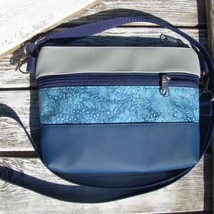 MINI CITY BAG/ÖVTÁSKA : Variációk batikra kékkel 2., Táska, Divat & Szépség, Táska, Válltáska, oldaltáska, Neszesszer, Varrás, KÉSZLETEN VAN! :)\n\nKözkívánatra újra készülnek olyan kis táskáim, amiket övtáskának is hordhatunk, s..., Meska