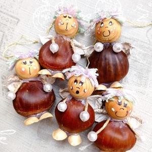 Karácsonyfadísz angyalok, Otthon & Lakás, Karácsony & Mikulás, Karácsonyfadísz, Baba-és bábkészítés, Virágkötés, Természetes anyagokból készült angyalkák gesztenye és fagolyó alappal. Minden angyal egyedi, két egy..., Meska