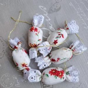 Textil szaloncukor, Otthon & Lakás, Karácsony & Mikulás, Karácsonyfadísz, Varrás, Vintage stílusú virágos szaloncukrok csipke díszítéssel. , Meska