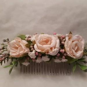 Menyasszonyi hajdísz, Esküvő, Hajdísz, ruhadísz, Mindenmás, Az esküvői hajfésű tökéletes kiegészítője lehet a menyasszonyi frizurának. Az esküvői hajfésűk, élet..., Meska