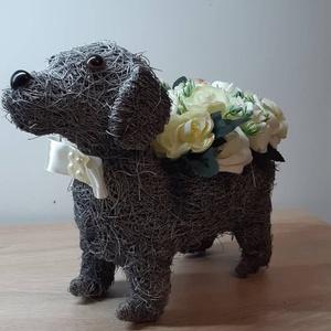 Kutya kaspó rózsacsokorral , Otthon & lakás, Dekoráció, Dísz, Lakberendezés, Asztaldísz, Mindenmás, Virágkötés, Egyedi kézzel készített dekoráció. Minőségi selyemvirágok, alapanyagok felhasználásával készült. Gyö..., Meska