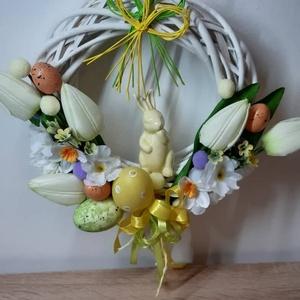 Húsvéti ajtódísz fehér vessző koszorúalapon , Otthon & lakás, Dekoráció, Dísz, Ünnepi dekoráció, Húsvéti díszek, Lakberendezés, Ajtódísz, kopogtató, Mindenmás, Virágkötés, Egyedi kézzel készített ajtódísz. Minőségi selyemvirágok, műanyagtojás, kerámianyuszi felhasználásáv..., Meska