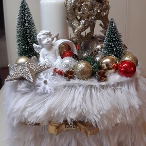 Adventi asztaldísz, meglepetés ajándékkal, Karácsony & Mikulás, Adventi koszorú, Mindenmás, Pihe puha szőrmével bevont box, csodaszarvassal és angyalkával. átmérő: 20cm; magasság: 28cm.\nBudape..., Meska