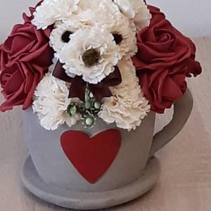 Kő kaspó habrózsával és virágból készült kutyussal, Otthon & Lakás, Dekoráció, Asztaldísz, Mindenmás, Csésze formájú kő kaspót habrózsákkal és virágból készült kutyussal díszítettem. magassága: 18cm, sz..., Meska