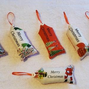 Merry Christmas Egyedi készítésű karácsonyfadísz, ajándékkísérő, üdvözlő kártya 6 db , Karácsony & Mikulás, Karácsonyi dekoráció, Merry Christmas feliratú pamut vászonból készült. Eleje különböző karácsonyi mintájú, hátlapja piros..., Meska
