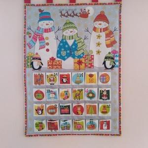 Hóemberek Karácsonyi adventi naptár,kalendárium, Otthon & Lakás, Karácsony & Mikulás, Adventi naptár, Varrás, Karácsonyi adventi naptár.Három rétegű az előlapja egy hóembereket ábrázoló színes pamutvászon amin ..., Meska