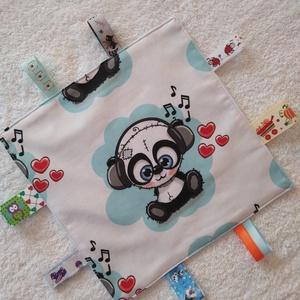 Baba készségfejlesztő címkekendő,alvópárna, 3 éves kor alattiaknak, Játék & Gyerek, Alvóka & Rongyi, Varrás, Ölelj magadhoz pihe- puha színes anyagokból készült készség fejlesztő textil párna. Hátoldala világo..., Meska