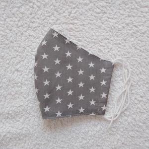 Textil maszk, arcmaszk, szájmaszk, NoWaste, Textilek, Kendő, Varrás, Szürke alapon fehér csillagos pamutvászonból készült kétrétegű maszk.\nBelső része fehér pamutvászon ..., Meska