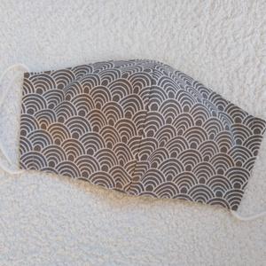Textil maszk, arcmaszk, szájmaszk, NoWaste, Textilek, Kendő, Varrás, Szürke alapon fehér mintás pamutvászonból készült kétrétegű maszk.\nBelső része fehér pamutvászon any..., Meska