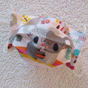 Textil maszk, Arcmaszk, Szájmaszk (gyerek), Maszk, Arcmaszk, Gyerek, Koalamacis pamutvászonból készült kétrétegű maszk. Belső része fehér pamutvászon. Mosható, vasalható..., Meska