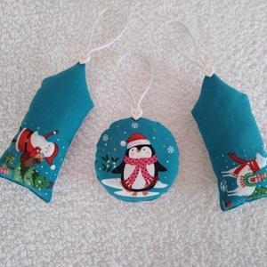 Karácsonyi mintás Egyedi készítésű karácsonyfadísz, ajándékkísérő, üdvözlő kártya 3 db, Karácsony & Mikulás, Karácsonyfadísz, Varrás, Karácsonyi mintás pamut vászonból készült. Eleje különböző karácsonyi mintájú, hátlapja szürke pamut..., Meska