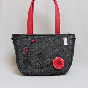 City-bag 42 női táska kézi nemez dísszel, Táska, Válltáska, oldaltáska, Varrás, Nemezelés, Egyszerű kis nemez virág (saját készítésű) és pár kacskaringós fekete fonalhímzés, de az összehatás..., Meska