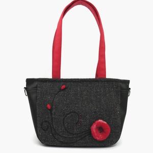 Lara Ferrano One 01 női táska nemez dísszel, Táska, Válltáska, oldaltáska, Varrás, Nemezelés, Egyszerű kis nemez virág és pár kacskaringós fekete fonalhímzés, de az összehatás fantasztikus!!! N..., Meska