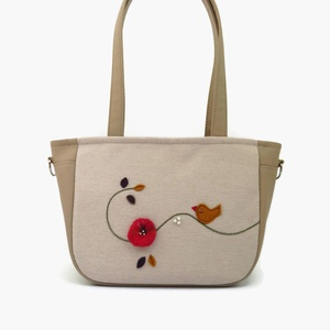 Lara Ferrano One 05 női táska kismadárkás, Táska, Válltáska, oldaltáska, Varrás, Nemezelés, Egy kis nemez virág és dalos madárka díszíti ezt a táskát. Apró gyöngyökkel egészítettem ki ezt az ..., Meska