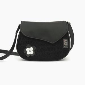 Small-bag 10 női kistáska, Táska, Válltáska, oldaltáska, Varrás, A fekete alap darab! Ruhatárunk fontos kiegészítője. Ez a fekete táska a pici fekete, ezüst virágdí..., Meska