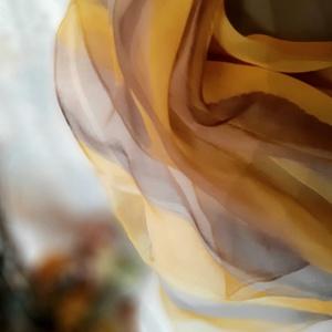 Mustársárga-barna harmónia, Ruha & Divat, Sál, Sapka, Kendő, Kendő, Selyemfestés, Lágy chiffon hernyóselyem kendő. Mérete 90x90 cm. Kézzel festett, egyedi darab. A festéshez francia ..., Meska