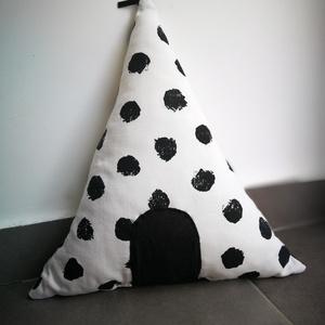 Sátor párna , Otthon & lakás, Lakberendezés, Lakástextil, Gyerek & játék, Varrás, Készítettem egy fehér fekete pöttyös sátor formájú párnát, mely tökéletes dísze lehet gyermeked szob..., Meska