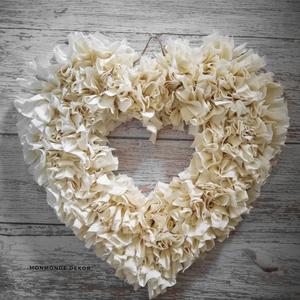 Bézs szív dekoráció