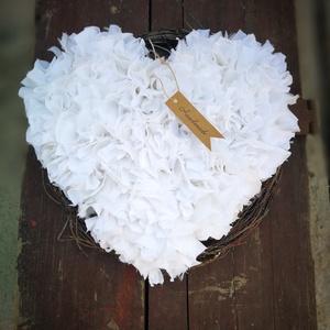 Fehér szív dekoráció , Dekoráció, Otthon & lakás, Ünnepi dekoráció, Anyák napja, Szerelmeseknek, Csomózás, Szív alapra készítettem ezt a fehér színű dekorációt, mely tökéletesen mutat a falon, egy komódon, a..., Meska