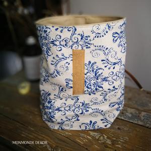 Kék mintás uzsonnás táska/tároló, NoWaste, Textilek, Bevásárló zsákok, zacskók , Textil tároló, Varrás, Vastagabb pamutvászon anyagokból készítettem ezt az uzsonnás táskát/tárolót. Bélésének egy bézs szín..., Meska