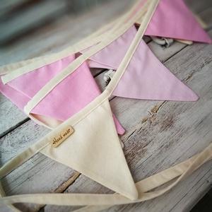 Rózsaszín zászló füzér , Otthon & lakás, Dekoráció, Lakberendezés, Gyerek & játék, Gyerekszoba, Varrás, Készítettem egy exra hosszú  3 méteres rózsaszín /bézs színű zászló füzért. A 18 db pamutvászon alap..., Meska