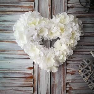 Fehér vanília_szív dekoráció , Otthon & lakás, Dekoráció, Ünnepi dekoráció, Anyák napja, Csomózás, Saját készítésű szív alapra készítettem egy kellemes hangulatot árasztó fehér színű dekorációt, mely..., Meska
