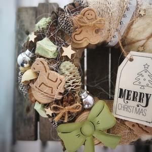 Karácsonyi bőség dekoráció , Karácsonyi dekoráció, Karácsony & Mikulás, Otthon & Lakás, Virágkötés, 20 cm-es szalmakoszorú alapot többféle (három) anyaggal vontam be, melyek színben tökéletesen harmon..., Meska