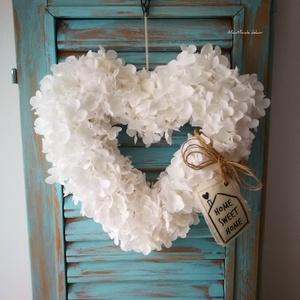 Hófehérke hortenzia dekoráció , Otthon & Lakás, Dekoráció, Ajtódísz & Kopogtató, Csomózás, Saját tervezésű szív alapra készítettem, ezt a kellemes hangulatot árasztó hófehér dekorációt, mely ..., Meska