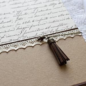 Bojtos napló, Otthon & Lakás, Papír írószer, Jegyzetfüzet & Napló, Papírművészet, Decoupage, transzfer és szalvétatechnika, Kétféle díszpapírral borított napló, barna színű szalag és ekrü pamutcsipke rátéttel. A napló mágnes..., Meska