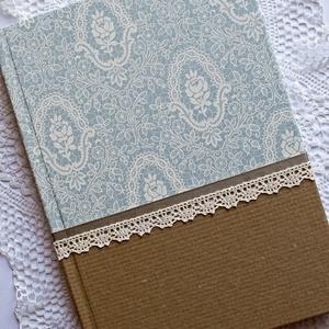 Jégvilág napló, Otthon & Lakás, Papír írószer, Jegyzetfüzet & Napló, Papírművészet, Decoupage, transzfer és szalvétatechnika, Natúr és halvány kék csipkés mintájú olasz díszpapírral borított napló, bézs szalag és ekrü pamutcsi..., Meska