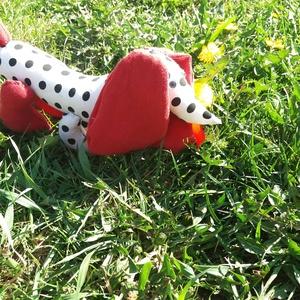 Textil tacskó kutya, Gyerek & játék, Gyerekszoba, Játék, Baba játék, Baba-és bábkészítés, Egyedi készítésű textil tacskó kiskutya. Párnatöltettel töltve,mosógépben mosható. A képeken lévő sz..., Meska