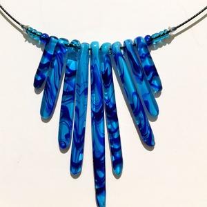 üveg nyakék , Ékszer, Nyaklánc, Medálos nyaklánc, Üvegművészet, Üveg nyakék színes üvegből, 7-9 medállal, kézi megformálással, muranói alapanyagból, színes üvegek ö..., Meska