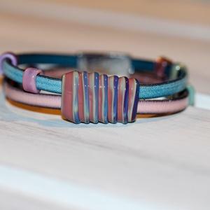 Pink-kék bőr karkötő-egyedi üveggyöngyökkel (MoroBarbaraGlass) - Meska.hu