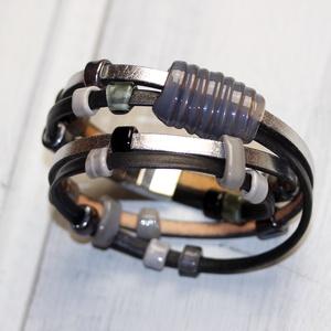 Fekete-ezüst- többsoros bőr karkötő-egyedi üveggyöngyökkelkkel (MoroBarbaraGlass) - Meska.hu
