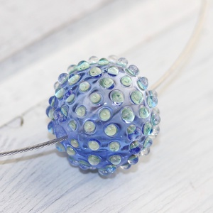 Bubble hollow bead- egyedi üveggyöngy sodronyon, Ékszer, Nyaklánc, Üvegművészet, A lánc lámpagyöngyét világoskék áttetsző Moretti üvegrúdból olvasztottam gázégő forró lángjánál és f..., Meska