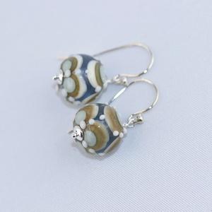 Szirmok -egyedi lámpagyöngy fülbevaló, Ékszer, Fülbevaló, A fülbevaló üveggyöngyeit pasztell világos kék, elefántcsontszínű és citromsárga Moretti üvegrúdból,..., Meska