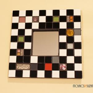 """Mozaik tükör - \""""Sakktábla\"""", Tükör, Dekoráció, Otthon & Lakás, Mozaik, Üvegművészet, Mozaik tükör - \""""Sakktábla\""""\n\n\nFekete-fehér, sakktábla mintás, üvegmozaikkal díszített tükör.\nA semleg..., Meska"""
