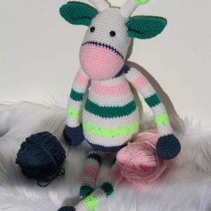 """Horgolt zsiráf amigurumi - """"Rose"""", Gyerek & játék, Játék, Plüssállat, rongyjáték, Játékfigura, Horgolás, Baba-és bábkészítés, Rose, a bájos zsiráf lány kézzel horgolt, ún. amigurumi (japán) technikával készült.\nŐ egy kedves, p..., Meska"""