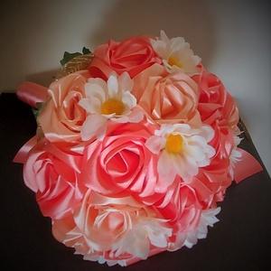 Örökcsokor, Esküvő, Menyasszonyi- és dobócsokor, Menyasszonyi- és dobócsokor, Selyemfestés, Mindenmás, Örökcsokor, szatén szalagból készített rózsákból, selyemvirág dekorral. Méret: hosszúság 30cm, széle..., Meska