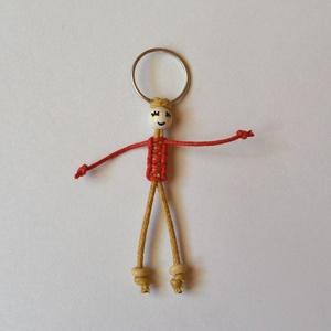 Vidám kulcstartó baba, Táska & Tok, Kulcstartó & Táskadísz, Kulcstartó, Csomózás, Viaszolt pamutzsinórból és fagyöngyből készítettem ezt a vidám, játékos kulcstartót, csomózott techn..., Meska