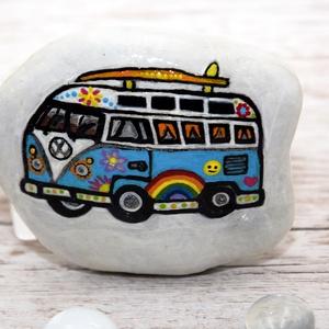 Volkswagen busz mintás festett kő, Dísztárgy, Dekoráció, Otthon & Lakás, Festett tárgyak, Fényes felületű ,kb. 9 cm átmérőjű, természetes dunai kőre festett, vidám Volkswagen transzporter bu..., Meska