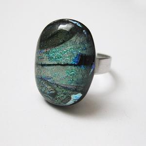 Titkos kert üvegékszer gyűrű, Ékszer, Gyűrű, Ékszerkészítés, Üvegművészet, Fusing technikával olvasztott gyűrű állítható alapon:17-21mm. Fej: 1,7 x 2,2 \n\nAz ékszereket ajándék..., Meska