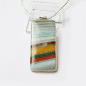 Leina üvegékszer medál 3, ballagásra,tanároknak, Ékszer, Medál, Nyaklánc, Ékszerkészítés, Üvegművészet, Fusing tecnhikával készült egyedi medál. Mérete: 2,1 x 4 cm.\n\nVálaszthatsz hozzá színben harmonizáló..., Meska
