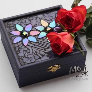 Virágvarázs - mozaikos doboz, Otthon & Lakás, Dekoráció, Díszdoboz, Mozaik, Nőnapra, névnapra készítettem ezt a varázslatosan szép, ezer színben tündöklő, mély-padlizsánlila fa..., Meska